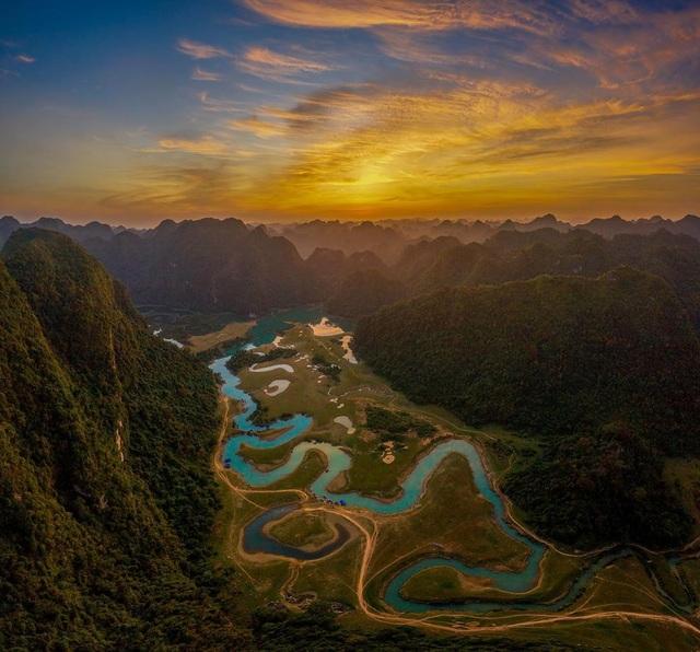 """Miền thảo nguyên xanh đẹp tựa """"tiên cảnh"""" cách Hà Nội chỉ hơn 100km - 1"""