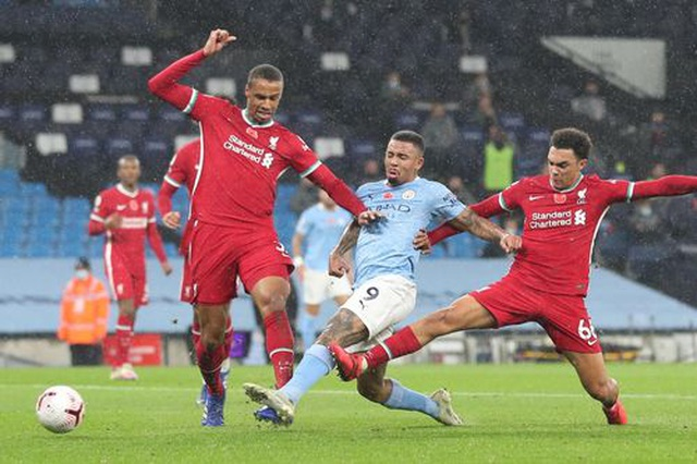 Man City 1-1 Liverpool: De Bruyne đá hỏng phạt đền - 11