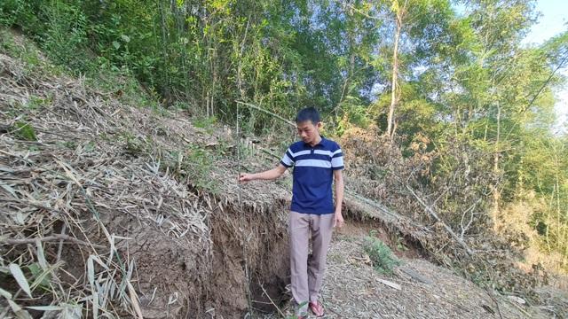 Sụt lún cả quả đồi, 17 hộ dân di dời khẩn cấp - 15