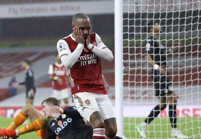 Arsenal thua đậm trên sân nhà trước Aston Villa - 2