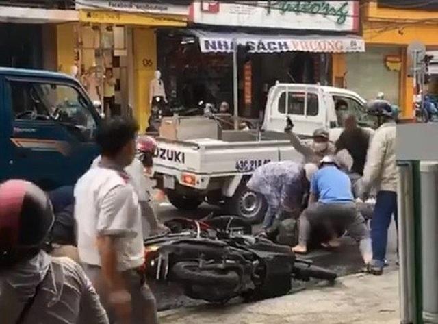 Cảnh sát Đà Nẵng nổ súng chỉ thiên bắt 2 thanh niên trộm xe máy - 1