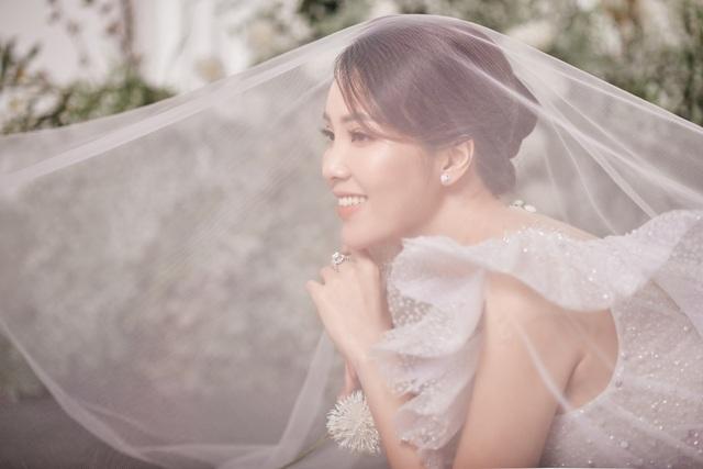 Á hậu Thuỵ Vân hứa chọn váy cưới cho bạn gái NSND Công Lý ngày lên xe hoa - 7