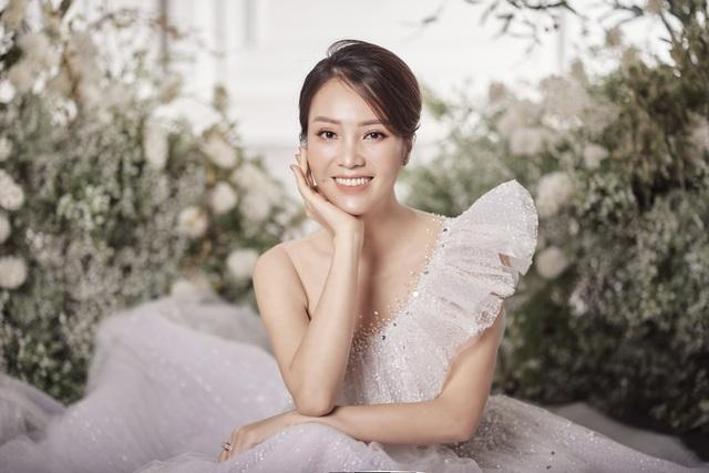 Á hậu Thuỵ Vân hứa chọn váy cưới cho bạn gái NSND Công Lý ngày lên xe hoa - 4