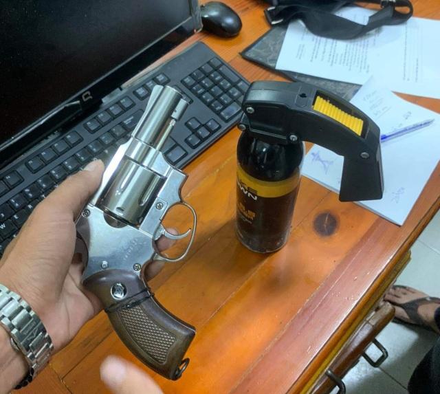 2 tên trộm dùng súng chống trả công an khi bị truy bắt - 3