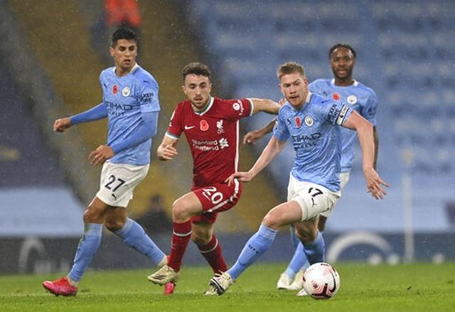 Man City 1-1 Liverpool: De Bruyne đá hỏng phạt đền - 12