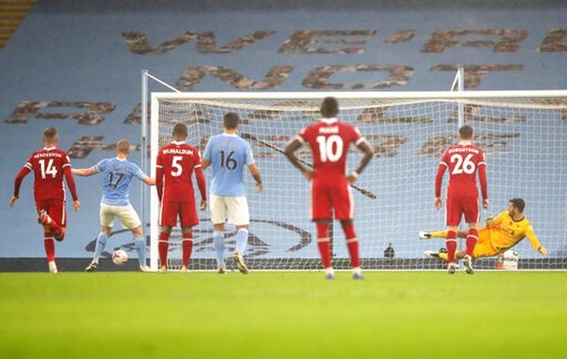 Man City 1-1 Liverpool: De Bruyne đá hỏng phạt đền - 9