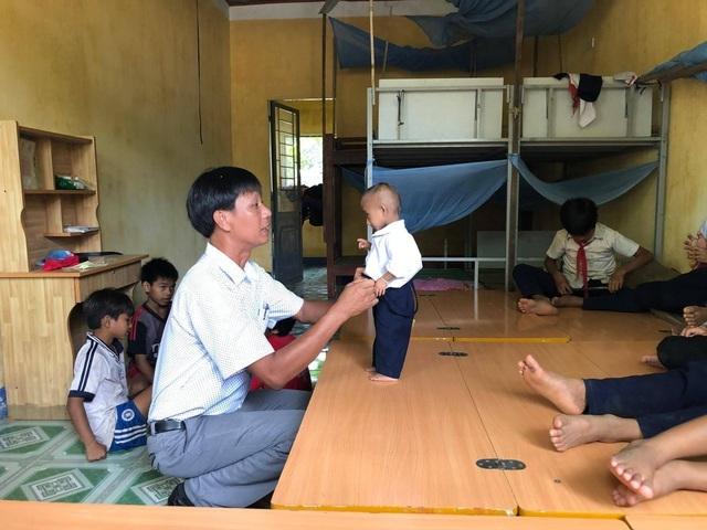Cậu học trò tí hon 11 tuổi cao 60 cm Đinh Văn KRể đã qua đời - 1