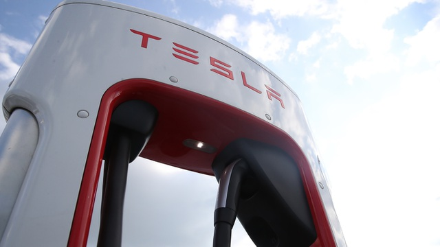 Tesla thực sự là vua kinh doanh, bán cái gì cũng chạy - 1