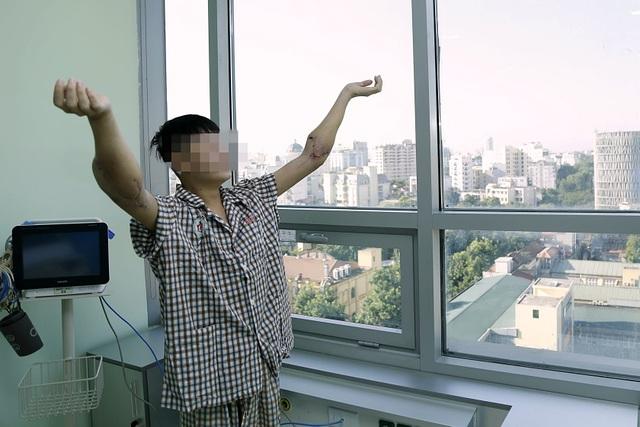 Chàng trai được hồi sinh nhờ 2 cánh tay hiến tặng của người cho chết não - 2