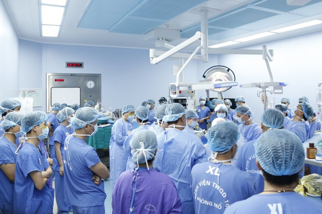 Chàng trai được hồi sinh nhờ 2 cánh tay hiến tặng của người cho chết não - 1