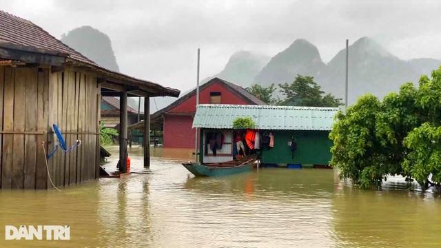 Bạn đọc Dân trí chung tay xây dựng xóm nhà phao vùng rốn lũ Quảng Bình - 8