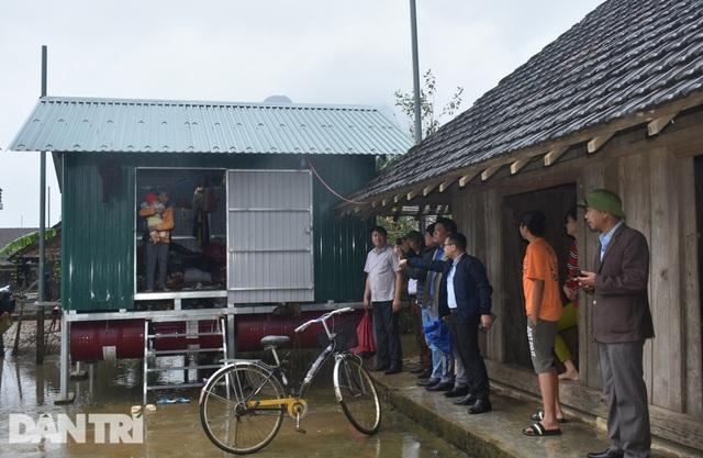 Bạn đọc Dân trí chung tay xây dựng xóm nhà phao vùng rốn lũ Quảng Bình - 6