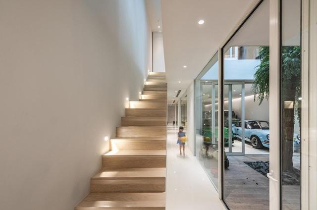 Nhà đơn giản thiết kế lạ khoe bộ sưu tập xe hơi đắt tiền của gia chủ - 3