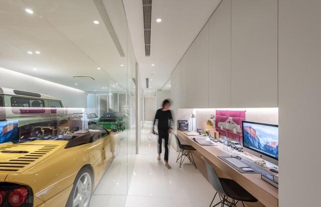 Nhà đơn giản thiết kế lạ khoe bộ sưu tập xe hơi đắt tiền của gia chủ - 5
