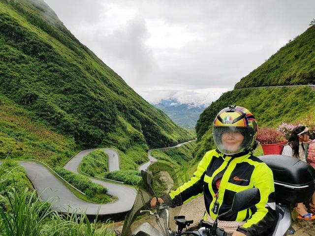 Nữ phượt thủ U60 đặt chân 62 tỉnh thành, leo 26km núi đầy ngoạn mục - 3