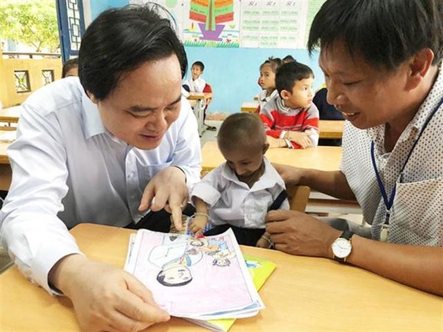 Bộ trưởng GDĐT chia buồn tới gia đình, nhà trường học sinh Đinh Văn K'rể - 2