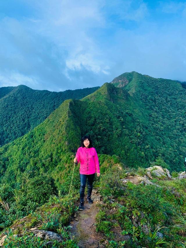 Nữ phượt thủ U60 đặt chân 62 tỉnh thành, leo 26km núi đầy ngoạn mục - 5