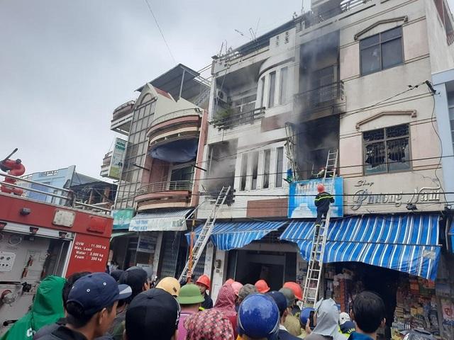 Liên tiếp 2 nhà dân bốc cháy trong bão số 12 - 2
