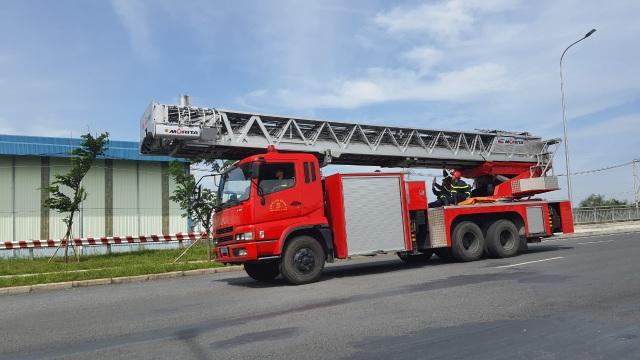 Đang cháy cực lớn trong khu công nghiệp Hiệp Phước - 3