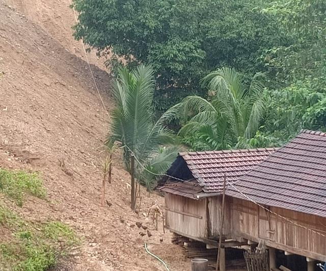 Quảng Ngãi: Lo núi lở, hàng trăm học sinh nghỉ học kéo dài - 2