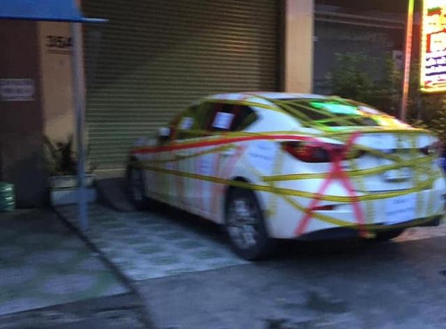 Đỗ chắn cửa, Mazda3 bị dán băng kín xe: Ý thức kém hay chủ nhà hẹp hòi? - 2