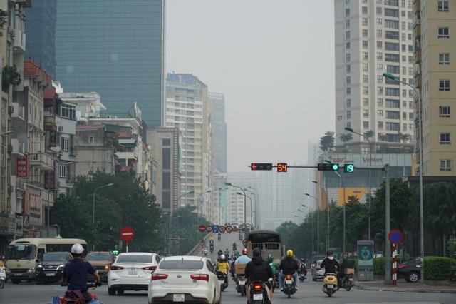 """Khói xe và bụi đường khiến người dân Hà Nội lầm tưởng """"sương mù"""" - 2"""