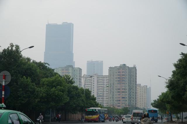 """Khói xe và bụi đường khiến người dân Hà Nội lầm tưởng """"sương mù"""" - 3"""