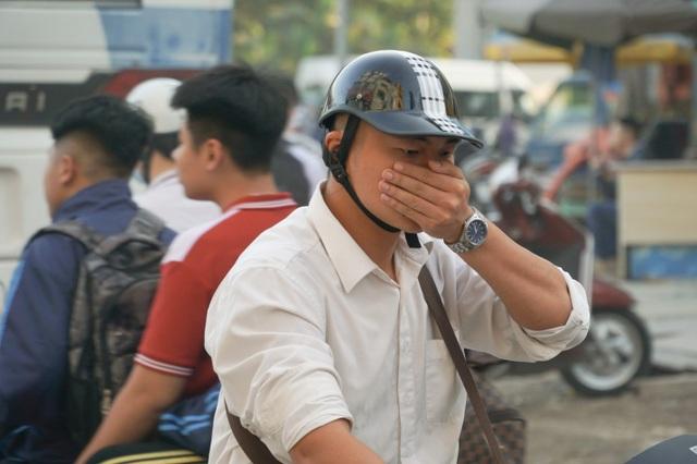 """Khói xe và bụi đường khiến người dân Hà Nội lầm tưởng """"sương mù"""" - 9"""