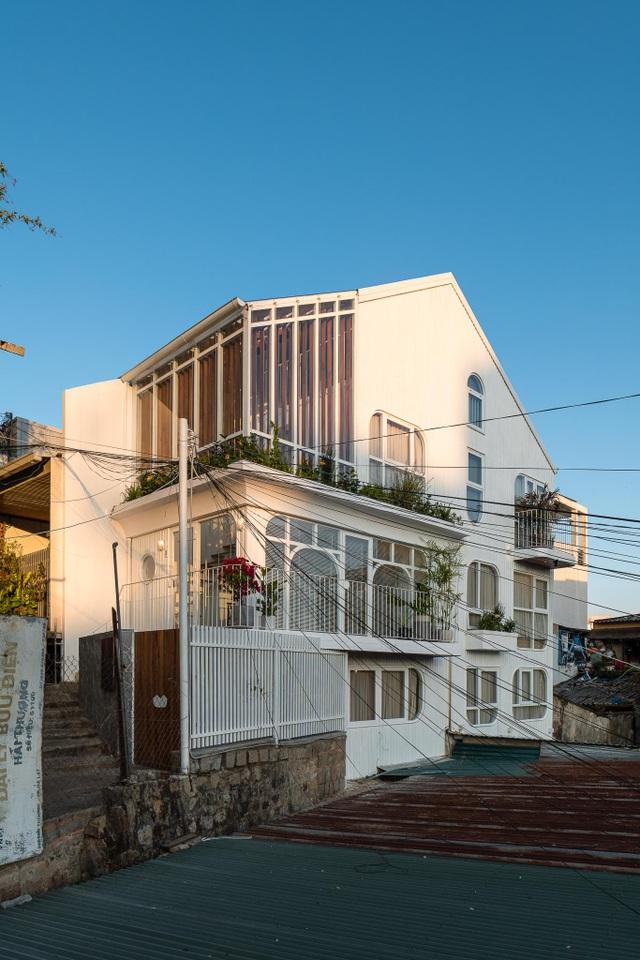 """Chiêm ngưỡng căn nhà có nhiều cửa sổ, đẹp """"không rời mắt"""" ở Đà Lạt - 3"""