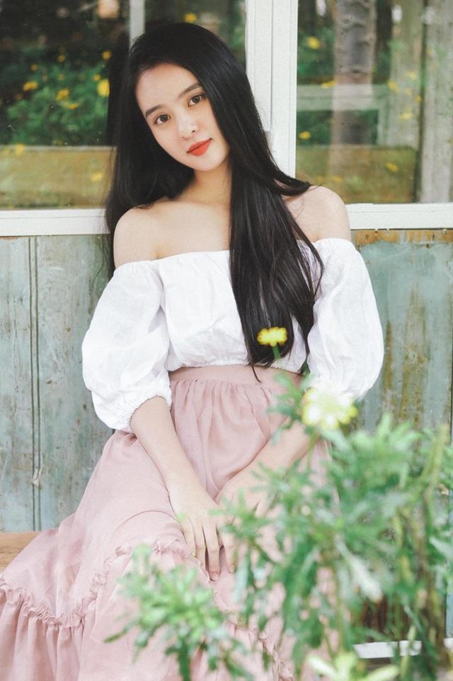 Nữ sinh Kon Tum nổi tiếng vì giống Lưu Diệc Phi thả dáng nuột nà với bikini - 18