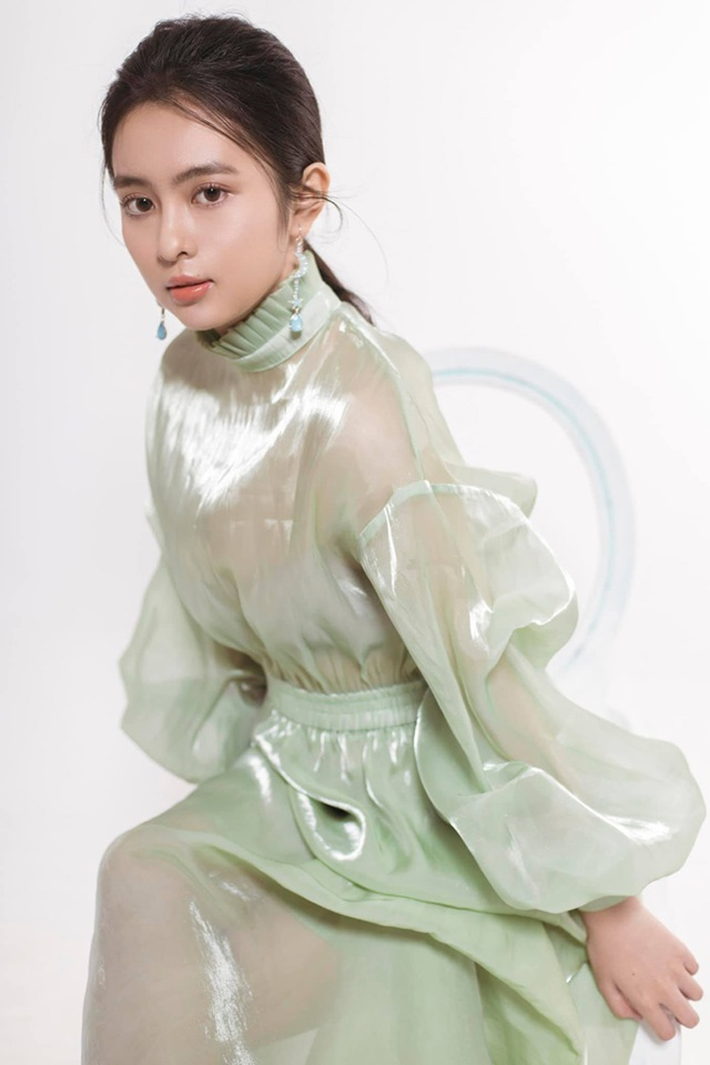 Nữ sinh Kon Tum nổi tiếng vì giống Lưu Diệc Phi thả dáng nuột nà với bikini - 3