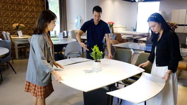 Sưởi ấm gia đình Việt với bàn ăn thông minh Luxfuni - 1
