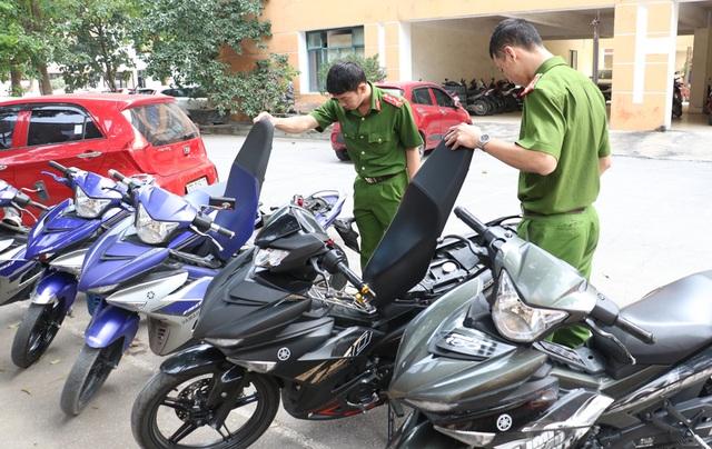 Nhóm đá xế chuyên trộm xe máy xịn, gửi bệnh viện trước khi tiêu thụ - 2