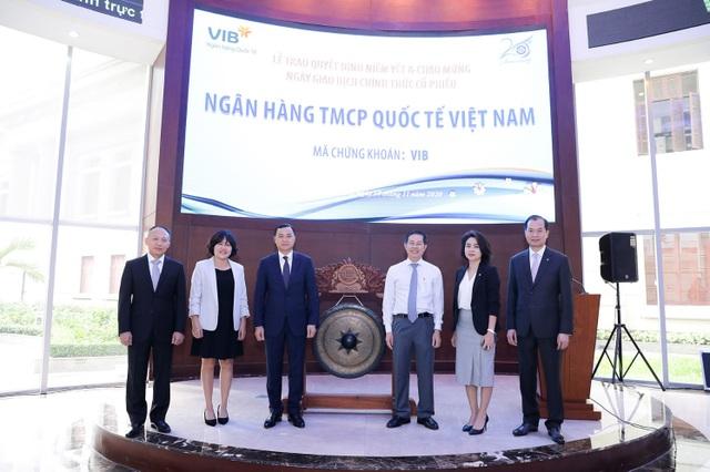 Gần 1 tỷ cổ phiếu VIB chính thức niêm yết trên sàn HoSE - 2