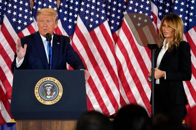 Ông Trump loay hoay trong ván bài bầu cử - 2