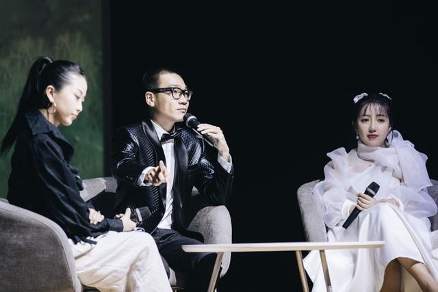 Wowy xúc động quỳ trên sân khấu đểcảm ơn sự nồng nhiệt của khán giả - 6