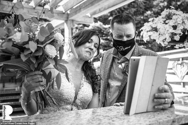 Lễ cưới trên khắp thế giới thay đổi chóng mặt thế nào trong năm 2020? - 1