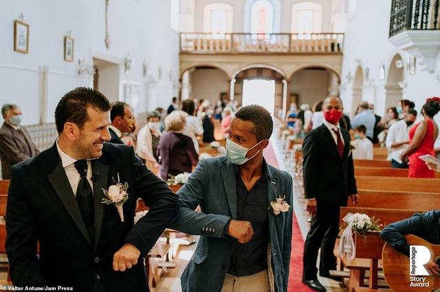 Lễ cưới trên khắp thế giới thay đổi chóng mặt thế nào trong năm 2020? - 3