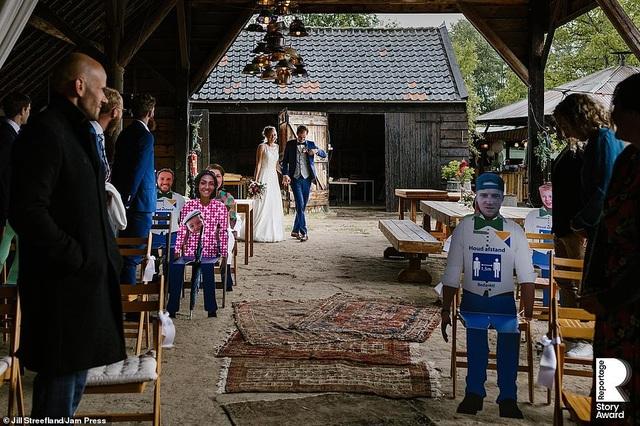 Lễ cưới trên khắp thế giới thay đổi chóng mặt thế nào trong năm 2020? - 5