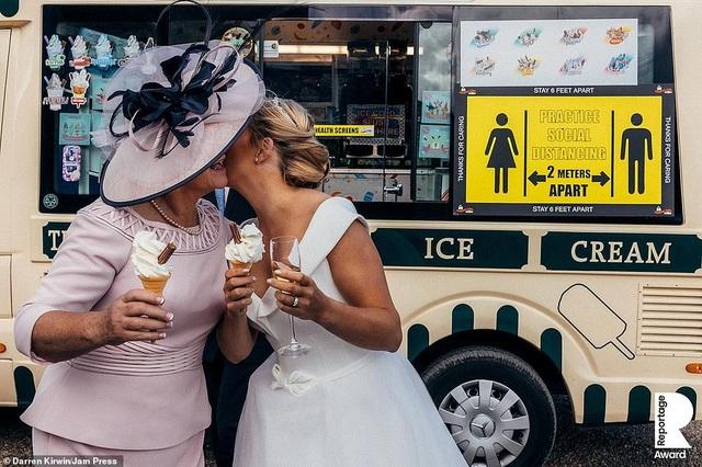 Lễ cưới trên khắp thế giới thay đổi chóng mặt thế nào trong năm 2020? - 6
