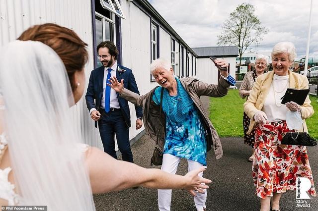 Lễ cưới trên khắp thế giới thay đổi chóng mặt thế nào trong năm 2020? - 11