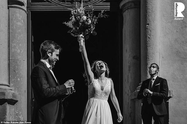 Lễ cưới trên khắp thế giới thay đổi chóng mặt thế nào trong năm 2020? - 13