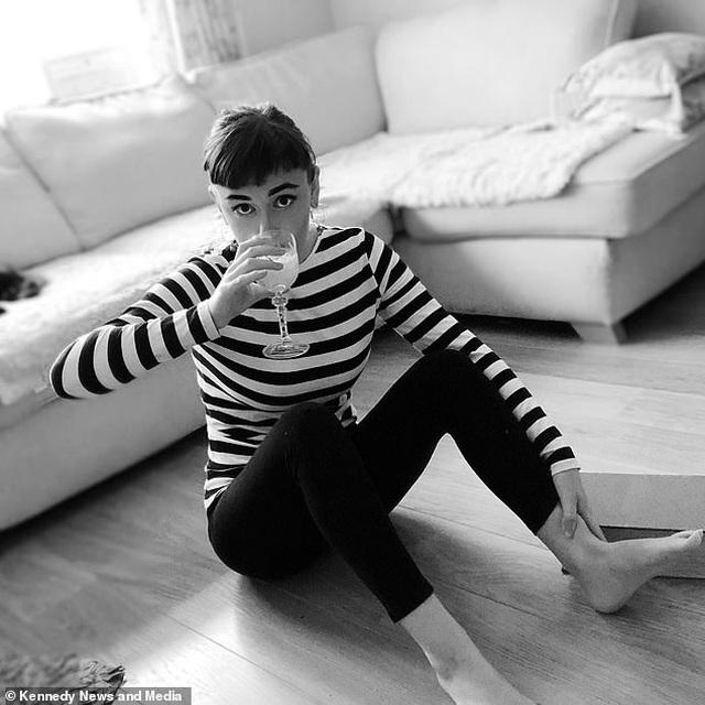 """Sửng sốt trước nhan sắc của """"truyền nhân Audrey Hepburn"""" - 4"""
