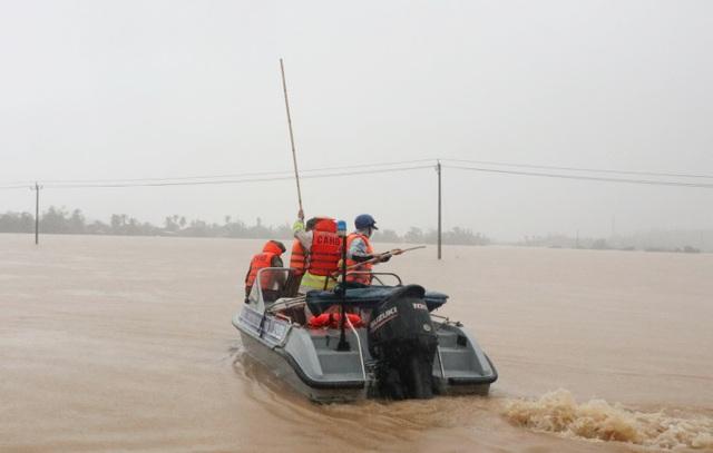 """""""Ngập lụt chưa từng có trong 10 năm trở lại đây"""" - 1"""