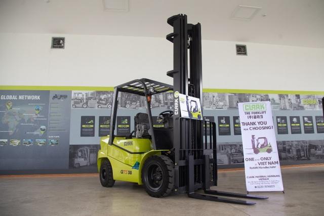 Xe nâng Clark thành lập nhà máy sản xuất và phân phối toàn cầu tại Việt Nam - 1