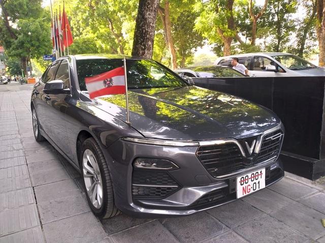 Đại sứ quán Áo sử dụng VinFast Lux A2.0 làm xe công vụ - 1