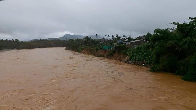 Thừa Thiên Huế: Mưa cực lớn ở thượng nguồn, nước lũ ào vào phố - 4