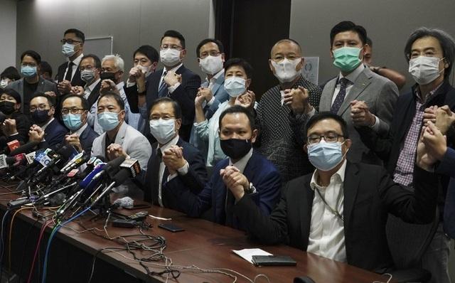 Nghị sĩ Hong Kong từ chức hàng loạt sau nghị quyết của Trung Quốc - 1