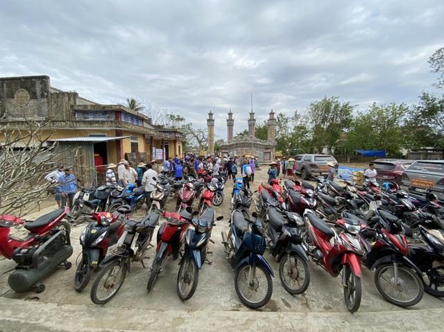 Hồi sinh hàng chục ngàn xe máy ngập nước cho bà con vùng lũ - 3