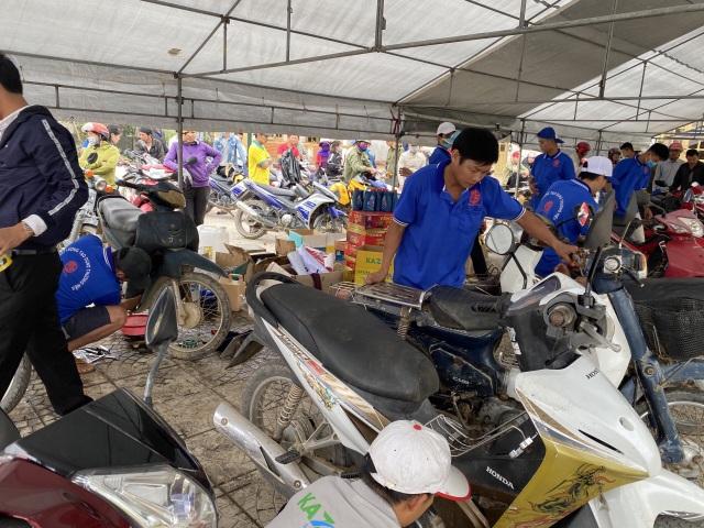 Hồi sinh hàng chục ngàn xe máy ngập nước cho bà con vùng lũ - 4